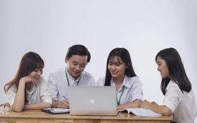 Học khối ngành dịch vụ để đón đầu xu thế việc làm