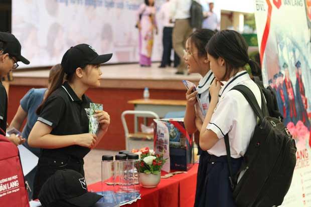 Đại học Văn Lang tổ chức ngày hội Tư vấn tuyển sinh online 2020 - ảnh 2