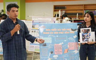 Sinh viên thực hành giảm thiểu rác thải nhựa